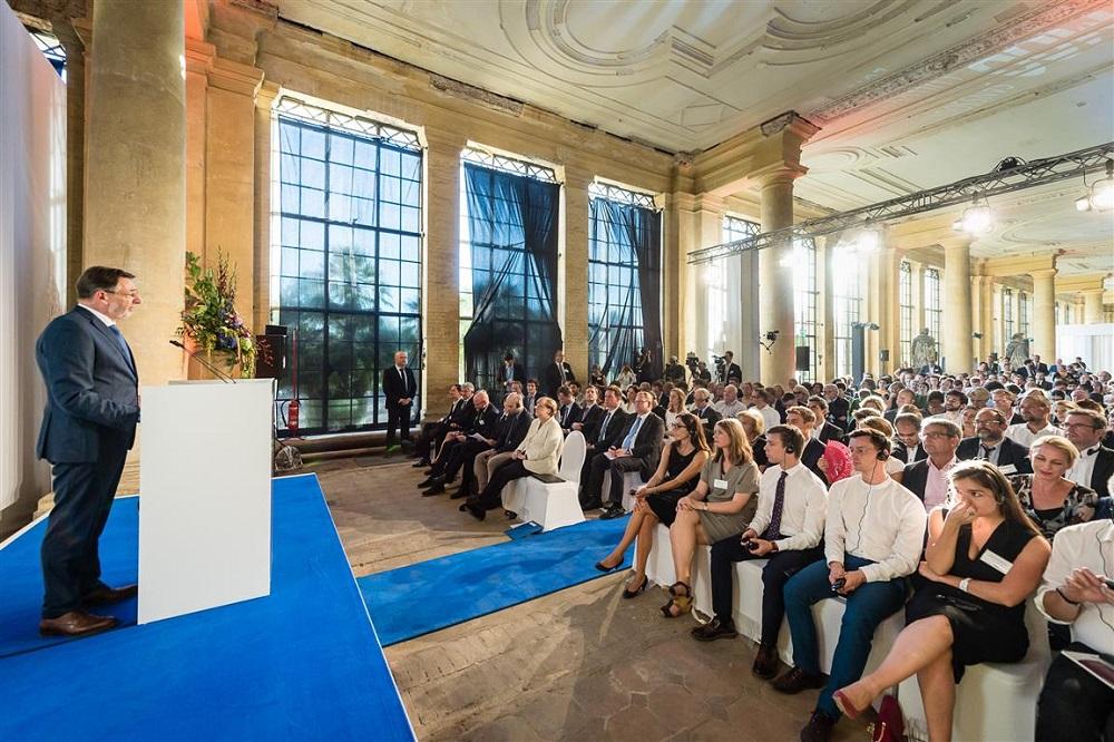M100 Media Award 2016 an Roberto Saviano mitOberbürgermeister Jann Jakobs